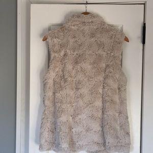 True Grit Jackets & Coats - True Grit Women's Vest Ivory Faux Fur Medium